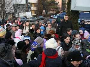 Sute de copii, părinţi şi bunici au fost prezenţi la inaugurarea Orăşelului Copiilor