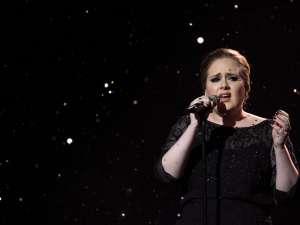 Cântăreaţa Adele ocupă prima poziţie atât în topul albumelor pe 2011. Foto:madetobenow.com