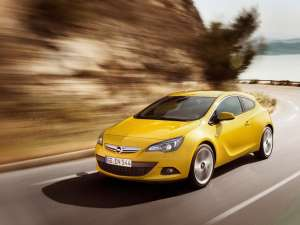 Opel Astra GTC este disponibil în România