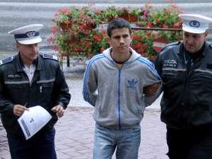 Ilie Ursachi, şoferul vitezoman prins de poliţişti în luna acestui an după o urmărire de circa 20 de km, a plecat acasă