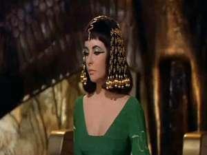 Peruca purtată de Elizabeth Taylor în filmul