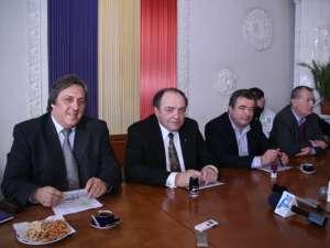 Miercuri a fost semnat contractul de execuţie a lucrărilor la noul spital din Fălticeni, investiţia urmând să fie finalizată într-un termen de 24 de luni