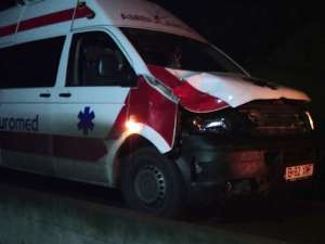 Ambulanţa transporta un bolnav de la o clinică din Timişoara către localitatea de domiciliu, Botoşani