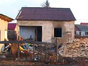 Casa în care locuia bătrânul de 74 de ani