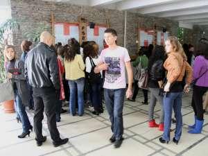 În afară de solicitarea făcută către parlamentari, studenţii au demarat o campanie de strângere de semnături prin care protestează împotriva bugetului alocat educaţiei