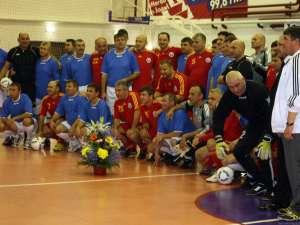 Un meci eveniment nu se putea încheia decât cu o fotografie de grup. Foto: btonline.ro