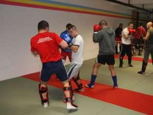 Antrenamentele din sala MMA de la Sala Unirea se derulează la intensitate maximă