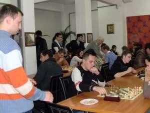 """Concursul """"Joacă şah Smart&Right organizat de tinerii din PD-L Suceava"""