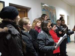 Studenţii ASCOR au colindat redacţia Monitorului de Suceava