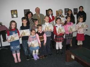 Profesori de la Şcoala de Arte Ion Irimescu şi copii expozanţi