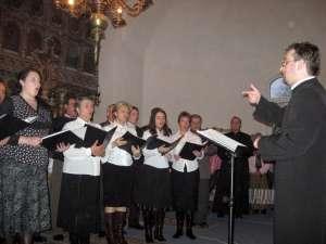 Prin forma sa simplă şi prin mesajul pe care-l exprimă, colindul românesc este glasul sfânt al Sfintei Evanghelii şi al Bisericii