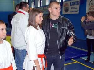 Cătălin Moroşanu a fost principalul punct de atracţie pentru sucevenii prezenţi la inaugurarea sălii de MMA Bucovina Fight Team