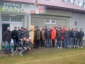 Suceveanul Alex Moldovan şi coechipierii săi de la FC Panciu au sărbătorit cu şorici plecarea în vacanţă