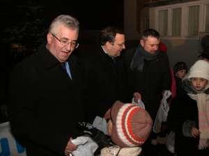 Ion Lungu, Gheorghe Flutur şi Ioan Bălan au oferit copiilor cadouri