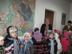 """Copiii de la Grădiniţa """"Ţăndărică"""" au colindat redacţia Monitorului de Suceava"""