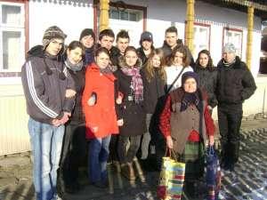 """Acţiune umanitară iniţiată de elevi ai Colegiului """"Alexandru cel Bun"""" Gura Humorului"""