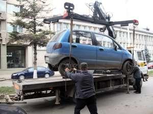 """Câmpulungenii sunt la un pas să scape de """"hingherii"""" de maşini care vânează şi ridică discreţionar sau la întâmplare maşinile oprite sau staţionate neregulamentar"""