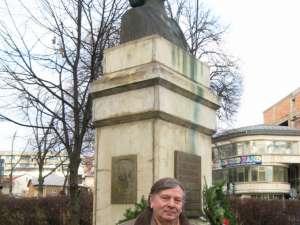 Theodor Codreanu, la monumentul lui Mihai Eminescu din Suceava