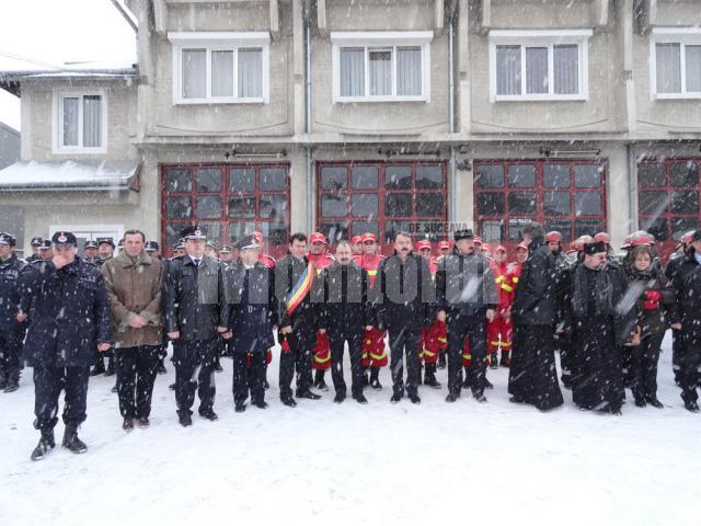 La Câmpulung Moldovenesc a fost inaugurată, în cursul zilei de ieri, o nouă unitate SMURD, care va funcţiona în cadrul Detaşamentului de Pompieri din acest municipiu