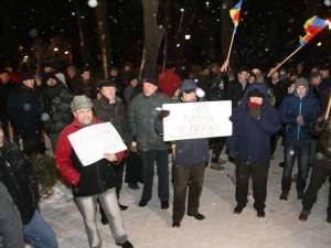 Aproximativ două sute de oameni au protestat mai bine de două ore