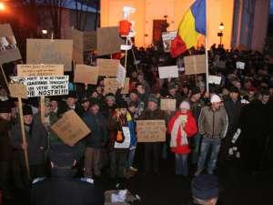 Foarte multe pancarte şi lozinci la protestul de ieri