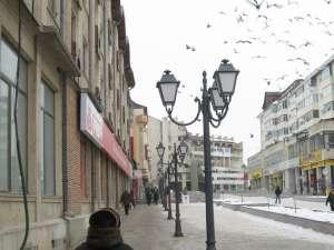 Stâlpii montaţi în centrul Sucevei au fost comandaţi special din Austria