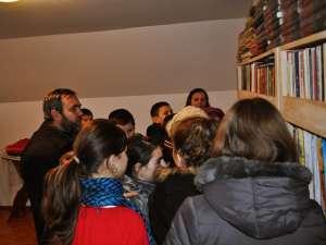 """Biblioteca de la Parohia """"Adormirea Maicii Domnului"""" din Leucuşeşti"""