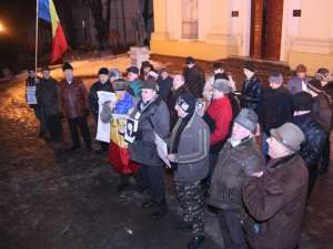 Protestatarii au dansat Hora Unirii în zona Prefecturii Suceava