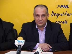 """Alexandru Băişanu: """"Pentru mine băiatul cu chelie, candidat la primărie este un trădător al PNL, trecut la PSD"""""""