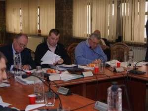 Pentru a satisface toate aceste solicitări, primarul Ion Lungu a trebuit să reducă din fondurile alocate iniţial altor capitole bugetare