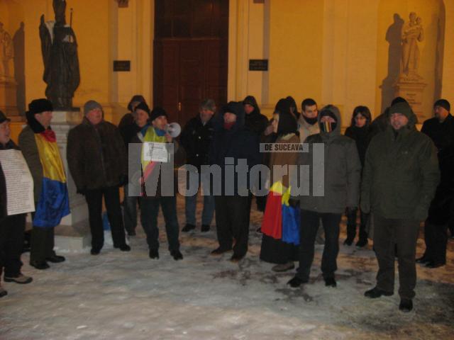 Aproximativ 30 de suceveni au înfruntat gerul şi au protestat şi ieri în faţa Palatului Administrativ