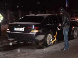 Şoferul BMW-ului a dat cu maşina peste două persoane, Stoian T. şi Gabriela T., soţ şi soţie, care traversau regulamentar strada