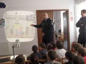 Lecţie de educaţie rutieră la Grădiniţa cu Program Normal din Obcini