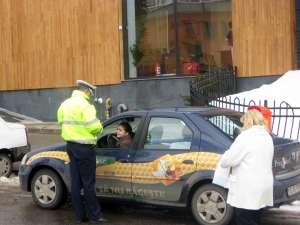 Şoferiţele, dar şi şoferii au primit ieri mărţişoare de la Poliţia Rutieră