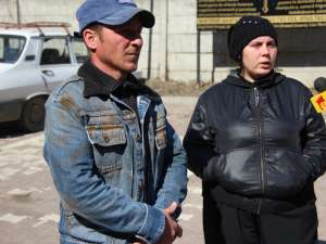 Cornel şi Lăcrămioara Tcaciuc au venit ieri la morga Spitalului Judeţean pentru a lua acasă sicriul cu trupul lui Sami