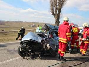 Autoturismul, la volanul căruia se afla o tânără de 25 de ani din Bacău, a fost făcut armonică