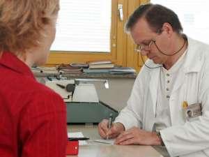 În Franţa, salariul minim al unui medic de familie este de 5.000 de euro. Foto: PROFIMEDIA