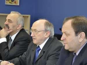 Ministrul Sănătăţii, Ladislau Ritli şi preşedintele CJ, Gheorghe Flutur, la conferinţa organizată ieri la Spitalul Judeţean