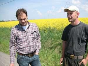 Cei doi nemţi care cultivă mari suprafeţe în comunele din zona Fălticeni