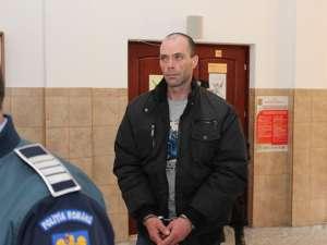 Cristinel Dănuţ Olteanu, trimis în judecată pentru tentativă de omor calificat, violare de domiciliu, loviri sau alte violenţe, distrugere şi furt