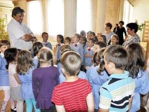 Copiii i-au spus primarului Vasile Tofan ce şi-ar dori să aibă în oraş
