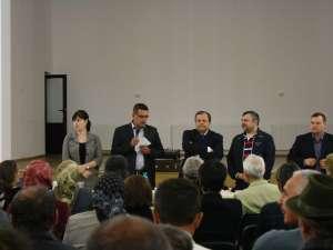 Preşedintele C J Suceava, Gheorghe Flutur, candidat din partea PDL pentru un nou mandat, s-a întâlnit cu câteva sute de locuitori ai comunei Şerbăuţi
