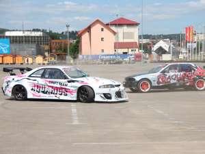 Demonstraţie de drift în parcarea Shopping City Suceava