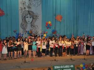 Bucuriile copilăriei şi lumea fascinantă a copiilor au fost sărbătorite zilele trecute, pe scena Casei de Cultură din Suceava, de elevii Şcolii cu clasele I-VIII Nr. 1