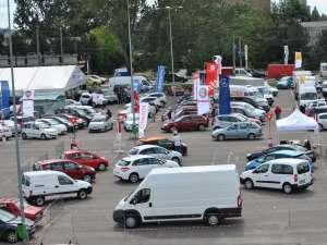 Salonul Auto Bucovina, organizat de Camera de Comerţ şi Industrie Suceava, în parteneriat cu Shopping City Suceava, reuneşte cei mai renumiţi dealeri auto din Moldova