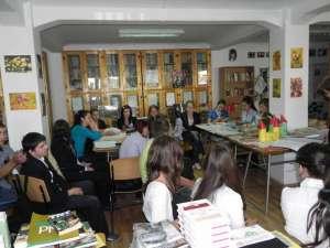 """Activităţile literare s-au desfăşurat la biblioteca Colegiului Naţional """"Dragoş Vodă"""""""