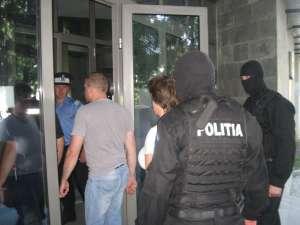 Din cei 22 de tineri aduşi la audieri la sediul DIICOT Suceava, au fost arestaţi opt, între care şi un minor