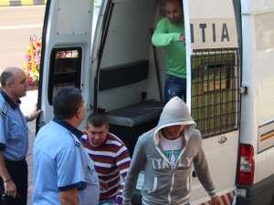Tinerii arestaţi pentru trafic de droguri rămân în arest
