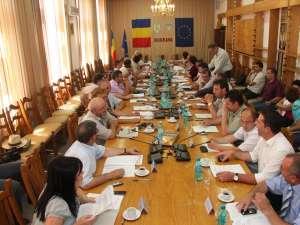 Consilierii judeţeni suceveni au ajuns la un acord cu privire la conducerea şi componenţa comisiilor de specialitate din cadrul deliberativului judeţean