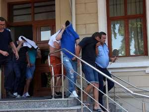 Joi au fost arestate în acest dosar 12 persoane dintre cele 16 duse de procurorii DIICOT în faţa judecătorilor